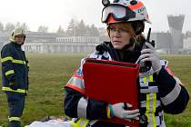 Záchranáři na karlovarském letišti nacvičovali zásah při letecké nehodě