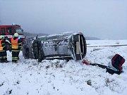 Zásahy hasičů na území Karlovarského kraje poté, co se tady přehnal vítr a sněžení.