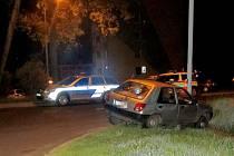DO LAMPY NARAZIL 22. května v noci v Chodově teprve dvacetiletý řidič, který se před jízdou posilnil alkoholem. Z místa nehody navíc odešel.