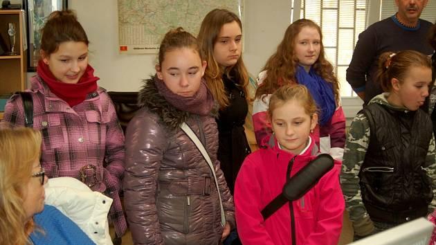 Žáci ze žlutické základní školy navštívili redakci Karlovarského deníku, aby se zblízka seznámili s prací redaktorů.