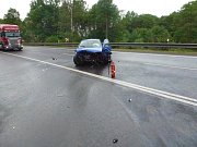 Nehoda dvou osobních aut komplikovala dopravu z Karlových Varů do Prahy.