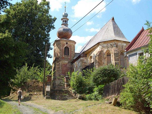 Kostel v Kozlově se daří postupně obnovovat a zkáza už mu nehrozí.