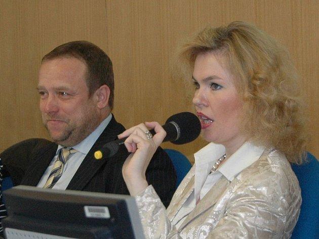 Propadli. Komunální politici z ODS, na snímku Veronika Vlková a Petr Keřka, ve výsledcích voleb v Karlových Varech zcela propadli.