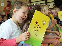 Slavnostní rozloučení s předškoláky uspořádala pro rodiče a příbuzné třída Sluníček z ostrovské školky.