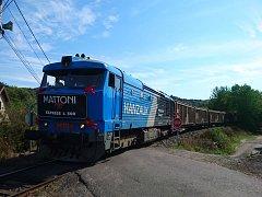 Nákladní vlak plný palet nejenom minerálních vod vyjel v pondělí 17. září z Kyselky. V pořadí se jednalo už o pětistou soupravu, směřující s produkty ze stáčírny Karlovarských minerálních vod (KMV) z Kyselky až do Mostkovic u Přerova.