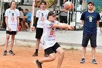 Den plný volejbalu nachystaly v závěru uplynulého týdne společnými silami v beachvolejbalovém areálu VK Karlovy Vary dva volejbalové kluby z lázní, VK ČEZ Karlovarsko a VK Karlovy Vary.