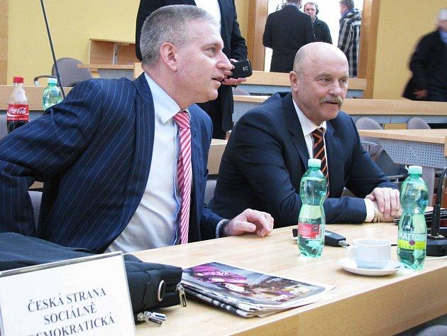 Hejtman Martin Havel (vlevo) bude jedničkou ČSSD pro krajské volby.