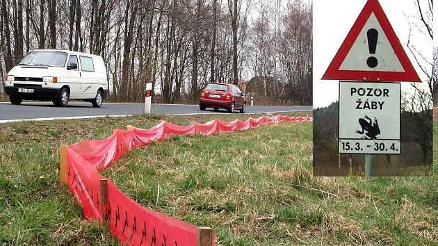 Bezpečnost žab, které přecházejí přes silnici zvyšují i speciální dopravní značky.