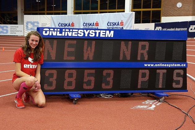 Atletka Jana Novotná opět vylepšila český rekord.