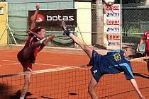 Stop nadějím na medaili vystavili naší A trojce hráči Avie Čakovice (na snímku vpravo Petřina, vlevo Jan Vanke).
