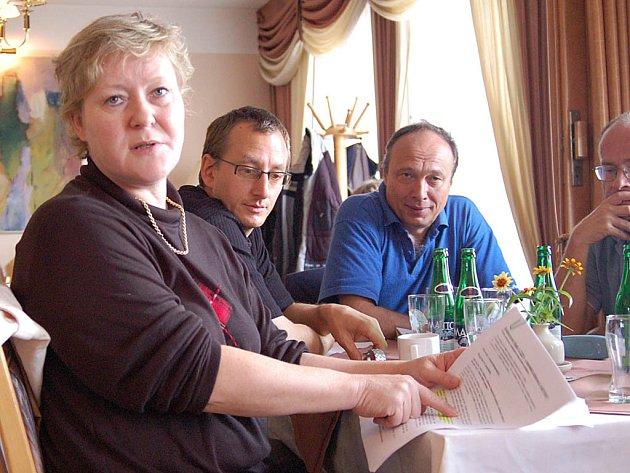 Na včerejší schůzce praktických lékařů na nejasnosti kolem regulačního poplatku upozorňovala i Jana Kašparová, praktická lékařka z Velké Hleďsebe.
