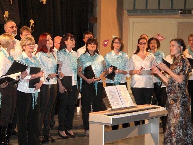 Chorea Nova oslavila své desáté výročí také písněmi od Brouků