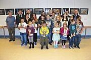 Laureáti letošního ročníku výtvarné soutěže vyhlášené pro děti z Karlovarského kraje a oceněné práce.