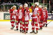 Hokejové utkání WSM Ligy - play off mezi celky HC Slavia Praha a  HC Energie Karlovy Vary 18. března v Praze. Smutek hráčů Slavie.