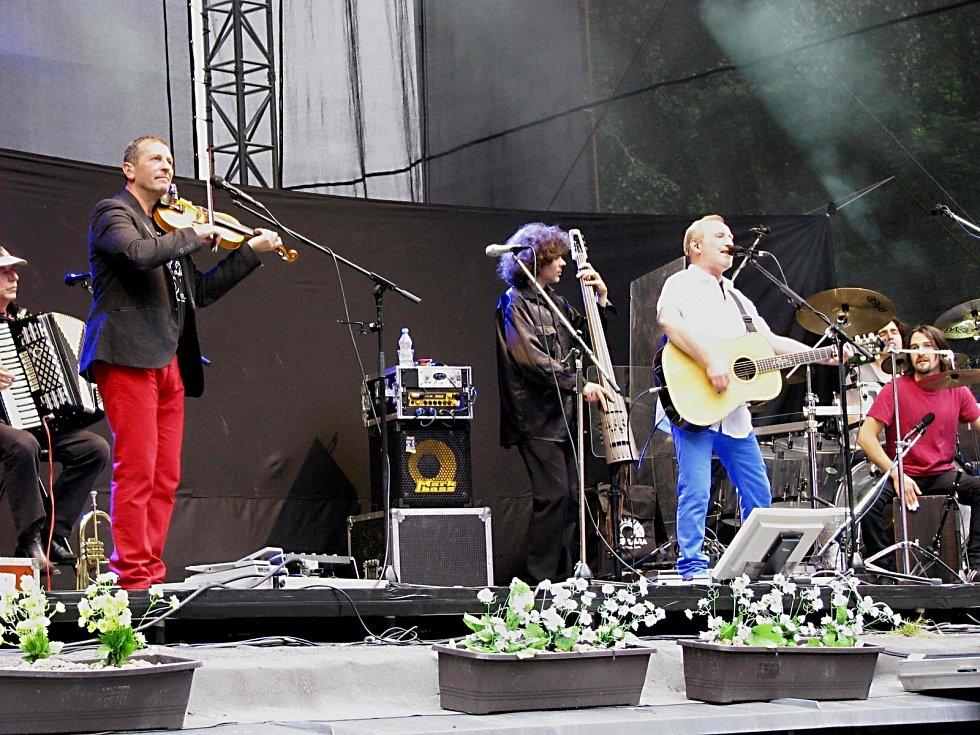 Koncert skupiny Čechomor a Karlovarského symfonického orchestru