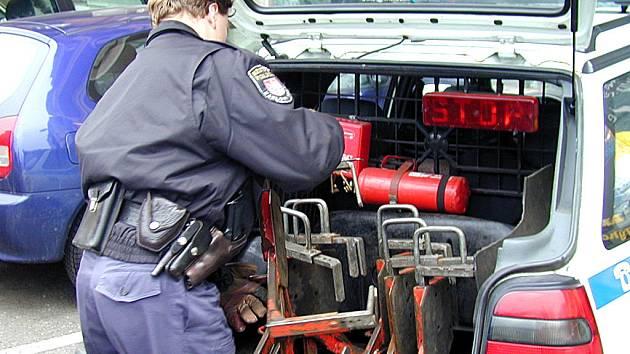 Budou obouvat auta? Zrušení botiček by podle velitele Městské policie vedlo ke zhoršení situace.
