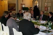 EXPERTI ZASEDLI. O vstupu evropských lázní do světové organizace UNESCO jednala pracovní skupina    v Karlových Varech. Další schůzky budou pokračovat.