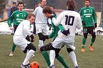 VÝHRU si připsali v zimní přípravě po prohře s karlovarskými Buldoky (na snímku) hráči Sokolova, když udolali Teplice 1:0.