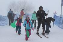 ANI KONEC jarních prázdnin nebyl pro milovníky zimních sportů valný.