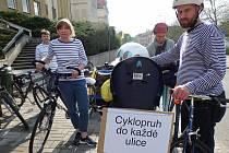 V lázních se protestovalo na kolech