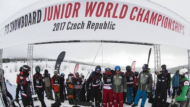 Z Mistrovství světa juniorů ve snowboardcrossu na Božím Daru.
