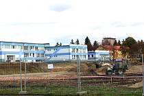 Momentálně je výstavba areálu ve fázi zemních prací. Hotovo bude na jaře 2017.