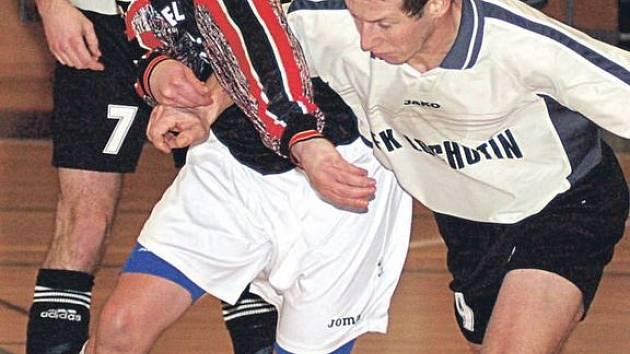Kanonýr FutFetu Jiří Drobný (vlevo) vyšel v jedenáctém dvoukole futsalové divize střelecky naprázdno.