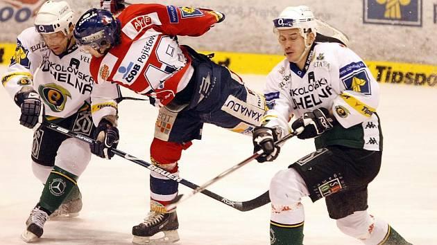 Hokejové utkání Moelleru Pardubice a HC Energie Karlovy Vary.
