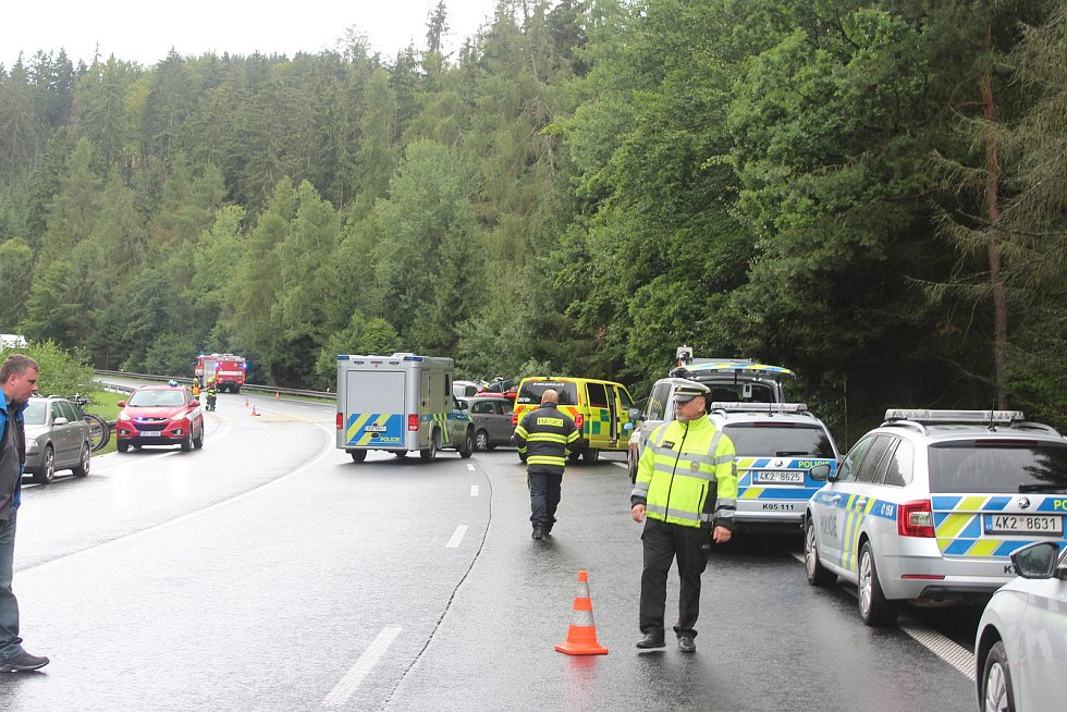 Tragická nehoda na silnici I/6 v úseku U Střelnice. Před několika týdny zde byla snížena maximální rychlost na 70 km/h.