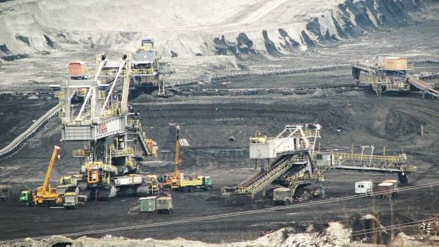Místo do rozpočtu obcí by měly jít poplatky z těžby do státní kasy