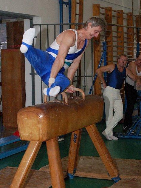 Veteran Prix 2007. Své gymnastické umění předvedl v lázeňském městě i rokycanský závodník Miloš Mužík (na snímku), který vyhrál v kategorii mužů C.