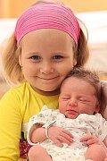 Karolínka Albrechtová (se sestřičkou Verunkou)  se narodila 15. 6. 2011.
