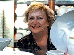 Olympionici Věra Čáslavská a Jan Kůrka navštívili porcelánku Thun v Nové Roli. Expozicí a výrobou porcelánu provedl ikony českého sportu ředitel Vlastimil Argman.
