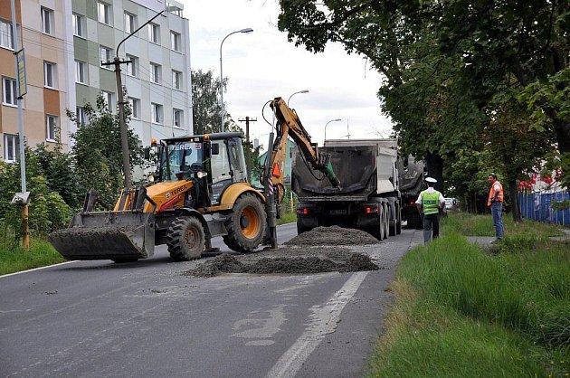 Rozlitý beton zablokoval Jáchymovskou ulici v Bohaticích