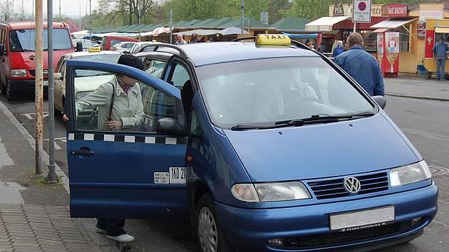 """Taxikáři bývají čas od času terčem řádění zdivočelých cestujících. Občas proti nim """"vystartují"""" i cizinci.(Ilustrační foto.)"""
