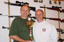 Miroslav Varga, olympijský vítěz ze Soulu ve sportovní střelbě, a fyzioterapeut Richard Jisl se po dvaceti letech opět sešli a chystají se na olympiádu.