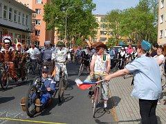 TOUR de Kolečko se vrátilo a slavilo úspěch. Na start cyklistického pelotonu se postavilo přes sedmdesát nadšenců.