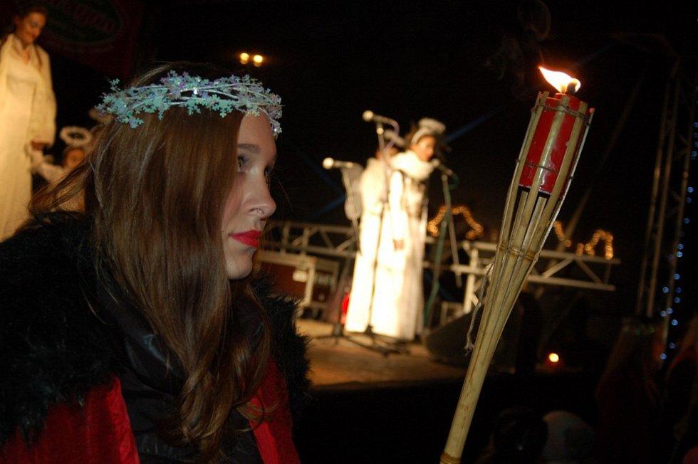 Průvod Světlonošů v Karlových Varech.