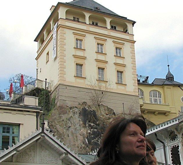 SKLEPENÍ POD ZÁMECKOU VĚŽÍ v lázeňském centru Karlových Varů si návštěvníci prohlédnou už letos v září.