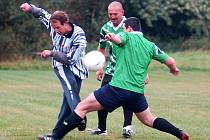 Fotbalový boj. Policisté dokázali na svém fotbalovém turnaji na hřišti SKP Hvězda, že jim ani fotbalový míč není cizí.