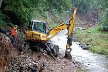 Povodí Ohře začalo pracovat na stabilizaci dna i břehů řeky Svatavy v Kraslicích. Práce potrvají na úseku dlouhém 300 metrů až do příštího roku.