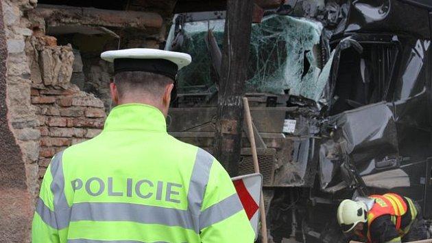Nehoda dvou kamionů v Boči na Karlovarsku