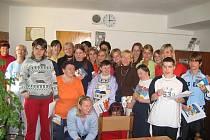 Škola spolupracuje s Domovem pro osoby se zdravotním postižením z Mariánské. Studenti například asistovali při vánoční akademii v Domově.