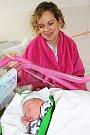 Karlovy Vary - Prvním miminkem narozeným novém roce v porodnici Karlovarské krajské nemocnice v Karlových Varech se stal v úterý 1. ledna v 5:46 chlapec Ondřej. Na snímku s maminkou Miloslavou Veselou.