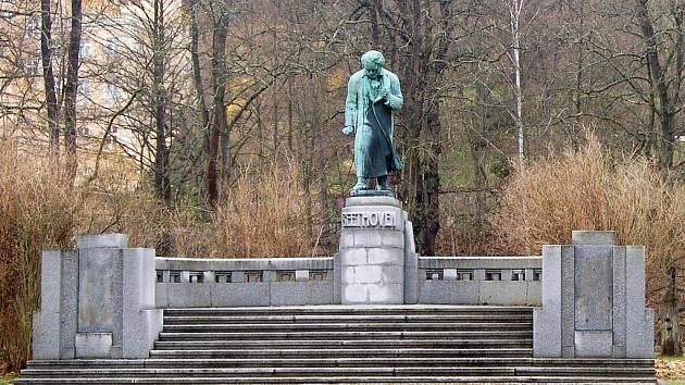 Pomník Ludwiga van Beethovena v Karlových Varech.
