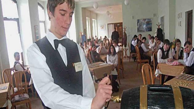 Studenti točili pivo o princovský titul