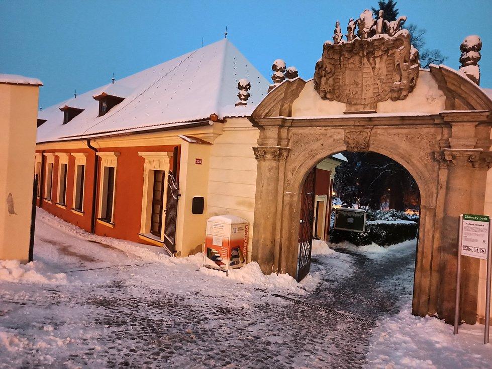 Posledních několik dní nabízí skutečné nádherné scenérie, a to nejen v takzvaném Westendu v Karlových Varech, kde se nachází i pravoslavný chrám svatého Petra a Pavla, ale i v památkově chráněné zóně v Ostrově.