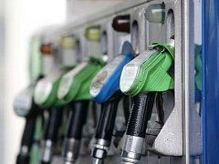 Ceny pohonných hmot v regionu klesají.