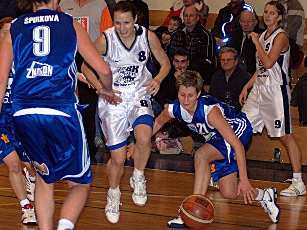Basketbalistky Lokomotivy neuspěly na jihu Čech a vidina šestého místa se jim vzdaluje.