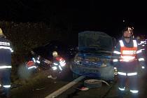 Na cestě z Ostrova do Karlových Varů došlo ve středu 9. prosince před sedmnáctou hodinou k dopravní nehodě tří osobních vozidel.  K nehodě vyjeli profesionální hasiči z Karlových Varů a dobrovolní hasiči z Ostrova a Hájku.